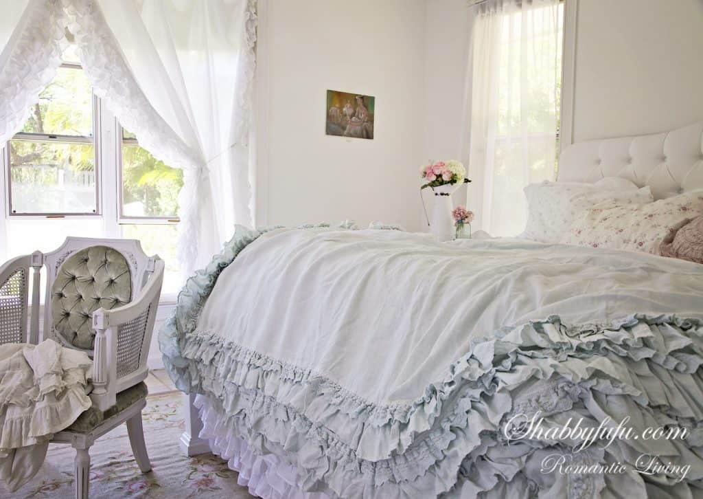 shabby chic pastel bedroom decorating
