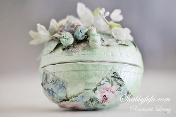 vintage easter egg with flowers