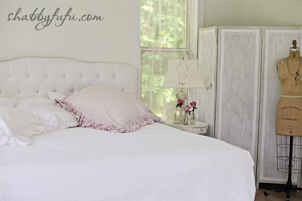 five minute design tips - neutral and soft white bed linens
