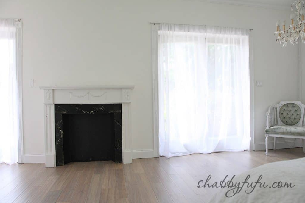 five minute design tips - blank canvas, white walls with flowing white curtains