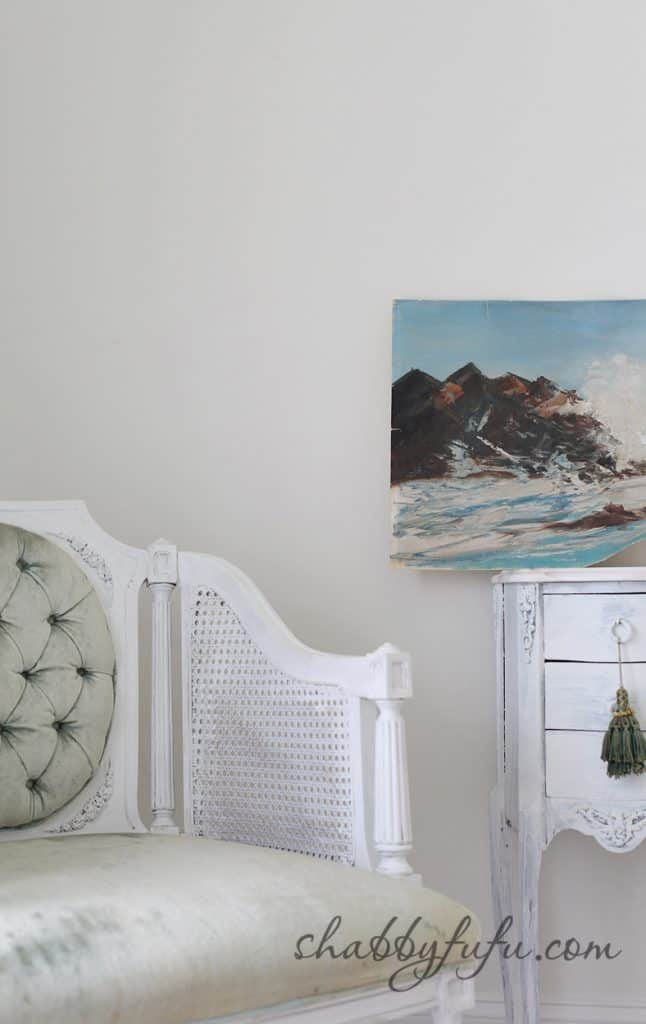 five minute design tips - vintage canvas sea painting and distressed furniture