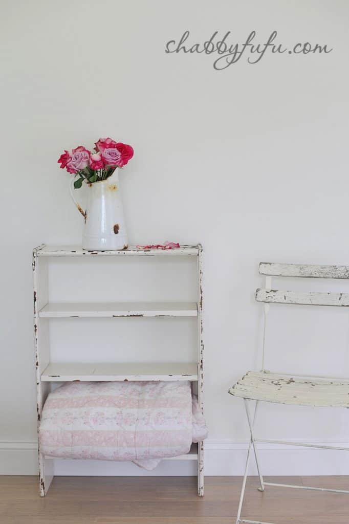 five minute design tips - vintage bookshelf with pink rose arrangement and linens