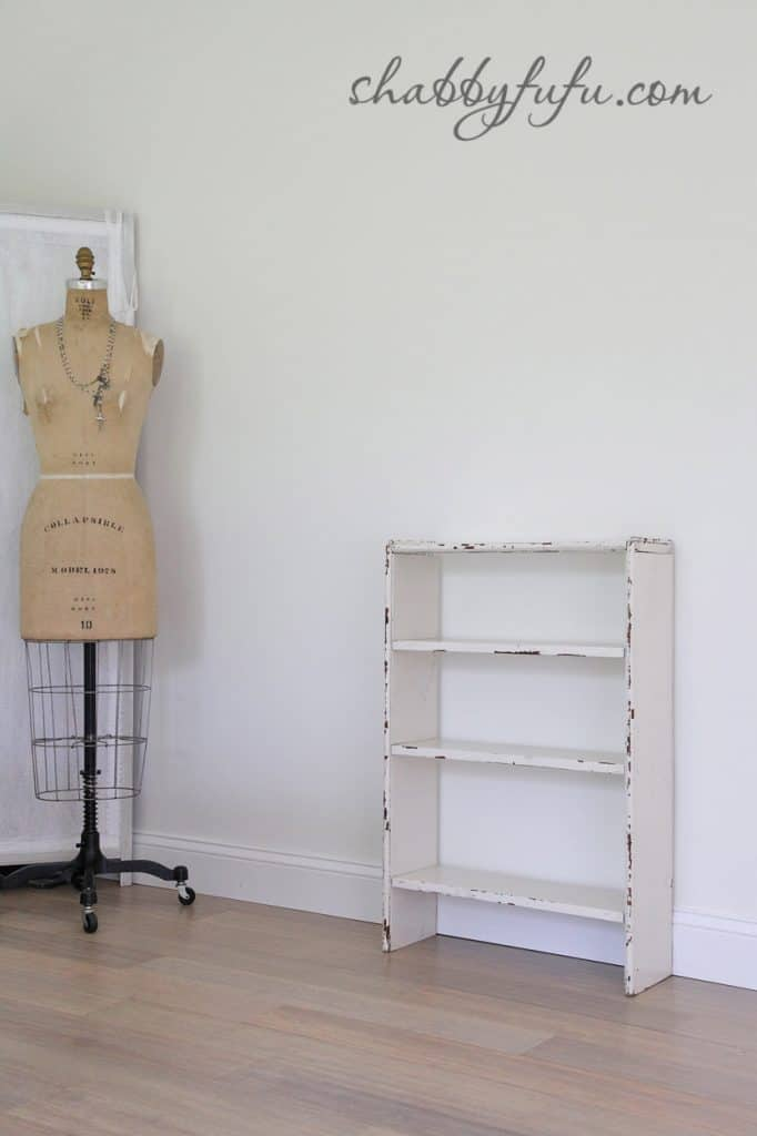 five minute design tips - vintage chipped paint bookshelf with off-white paint