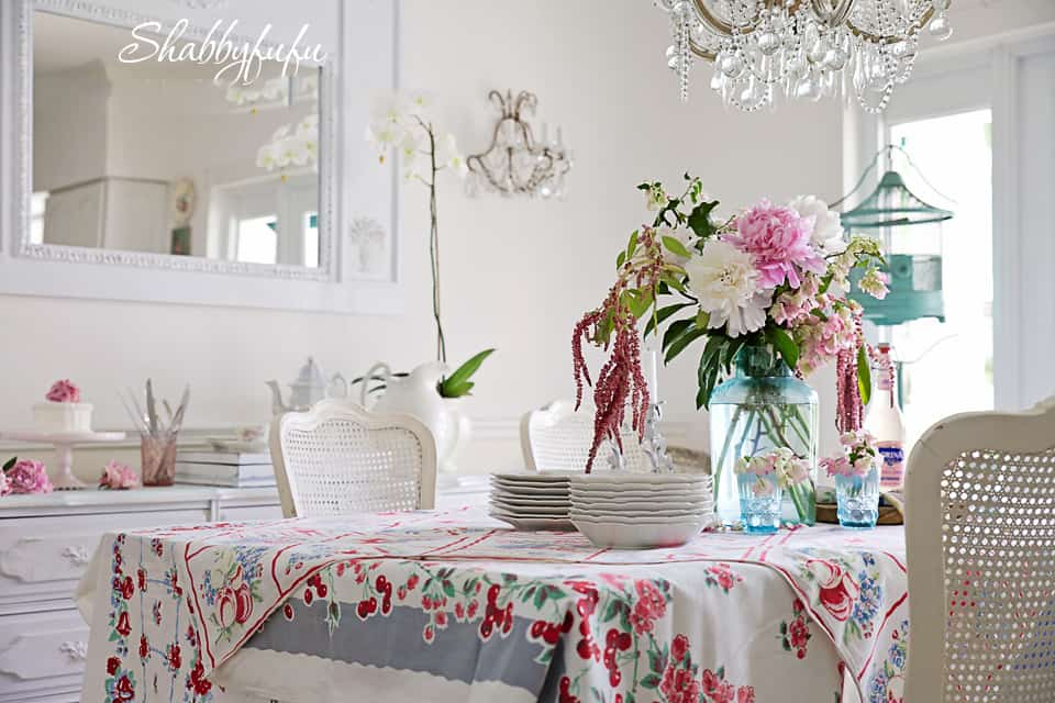 layered tablecloths