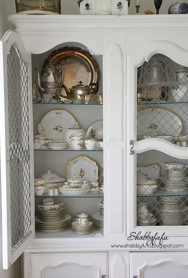 fall decorating inspiration - gold white china is perfect for the fall season
