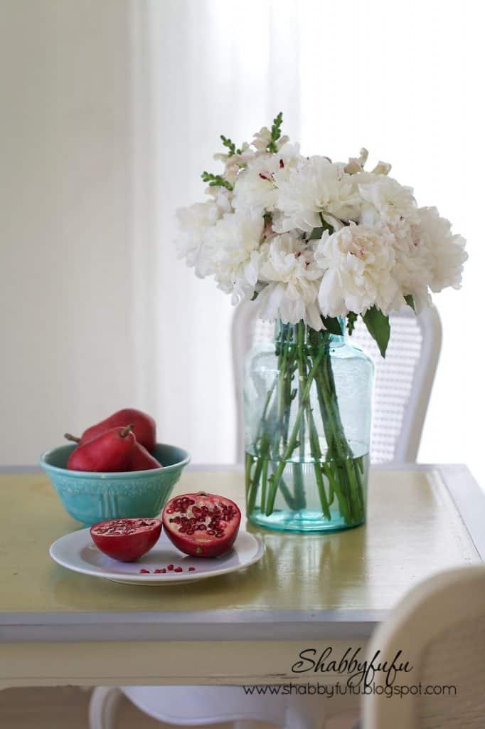 breakfast room with peonies