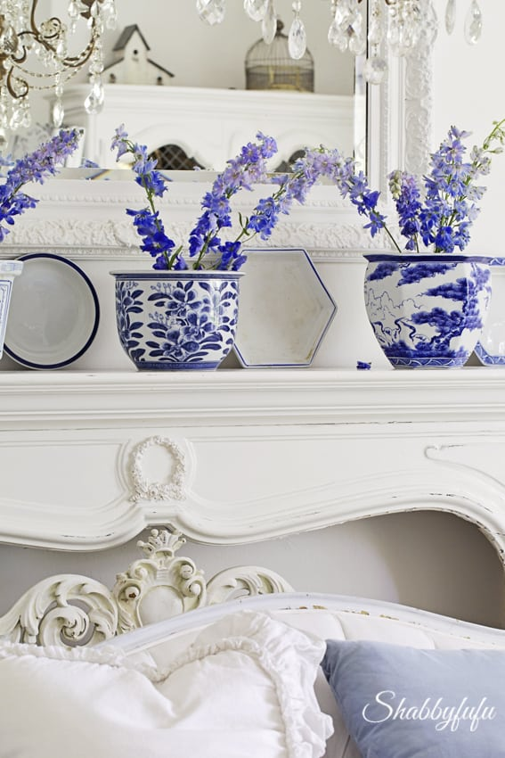 white french living room with chinoiserie