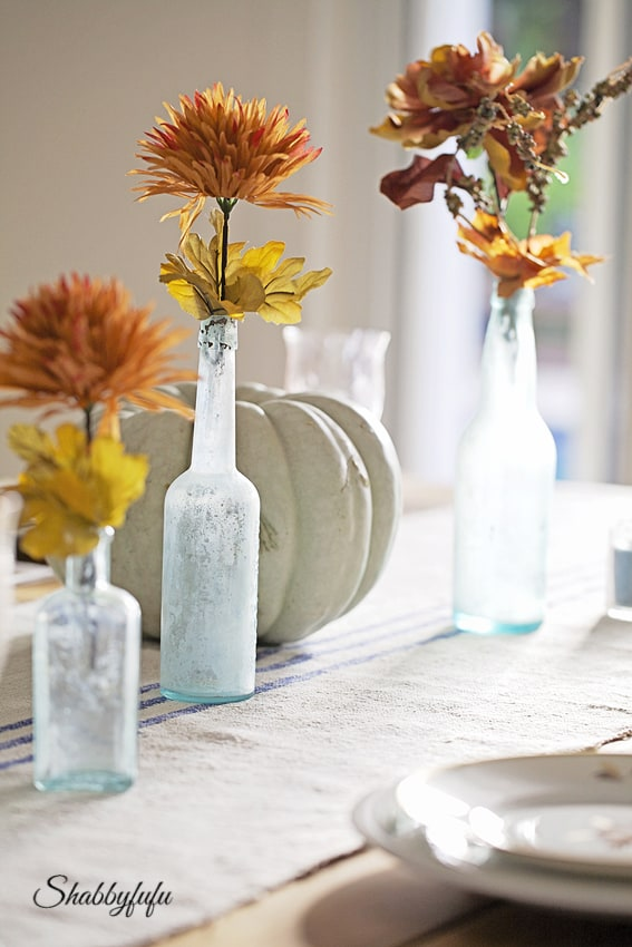 Decorating With Traditional Colors Of Autumn In A Table Setting ...