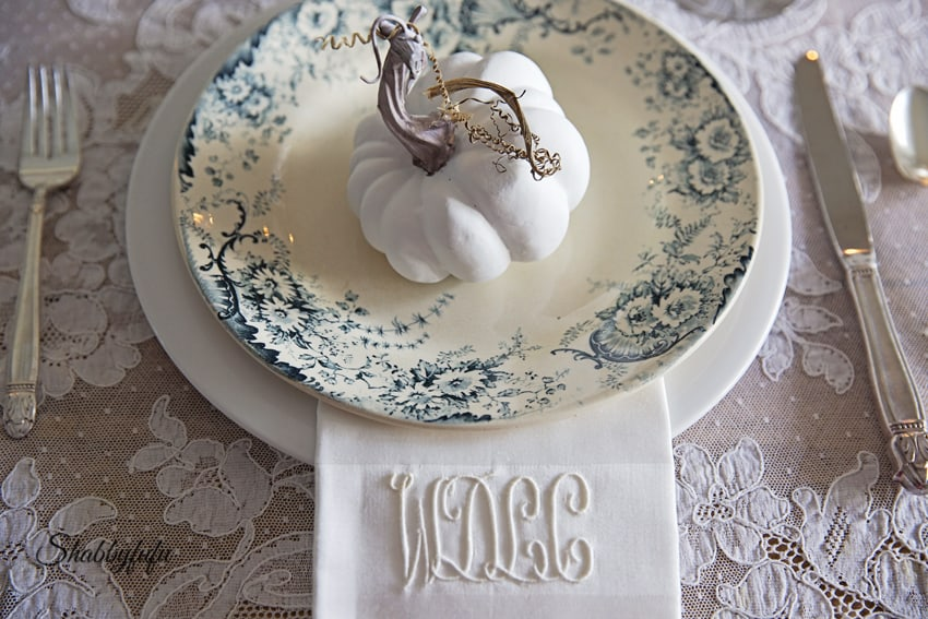 french style table setting for thanksgiving