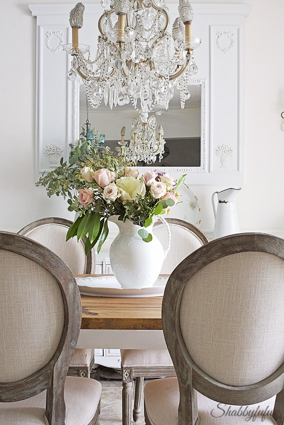Kitchen and dining room ideas with fresh flowers