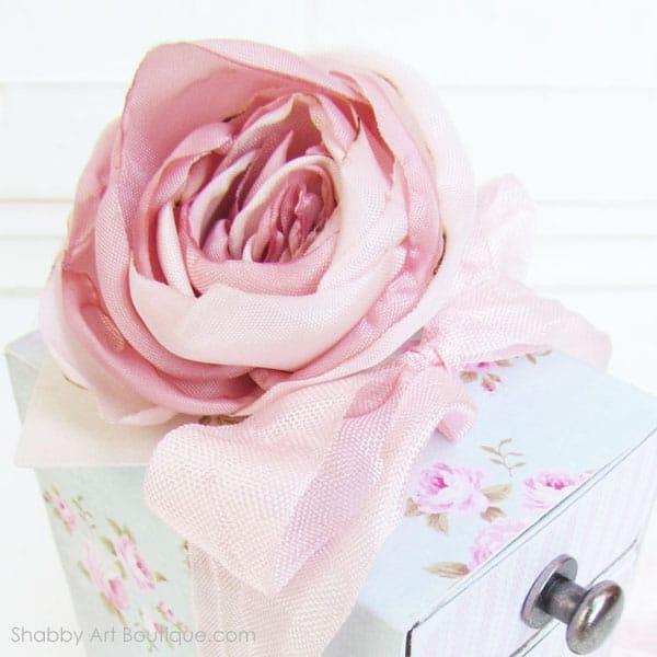 How to make a pretty gift box diy shabbyfufu how to make a pretty gift box diy negle Images