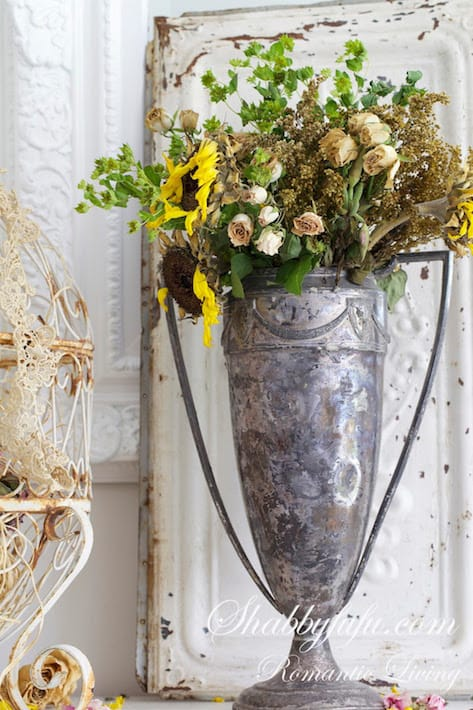 vintage-tropy-dried-sunflowers
