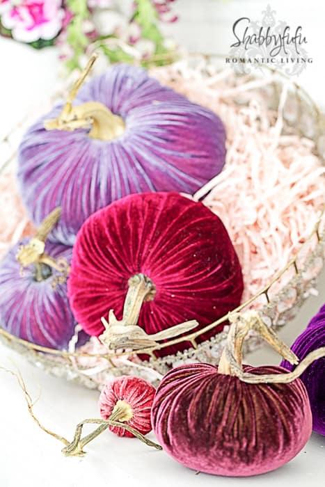 pumpkin centerpiece ideas velvet pumpkins shabbyfufu