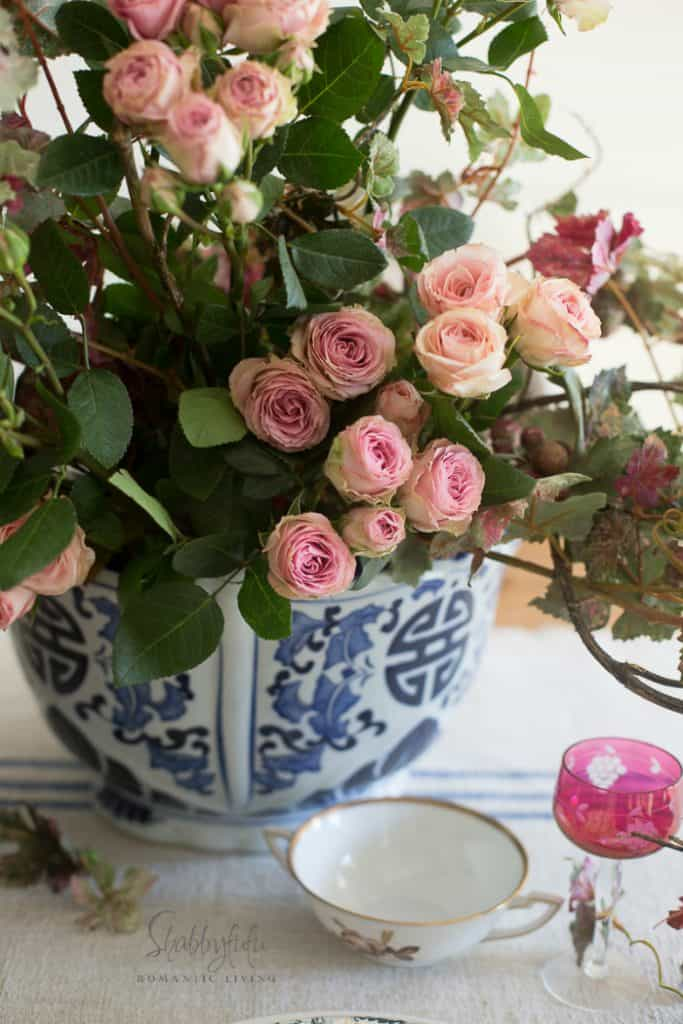 Informative table setting guide -roses in chinoiserie flower pot