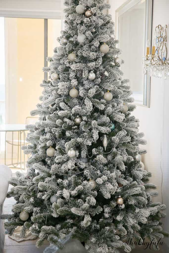prettiest-flocked-christmas-trees