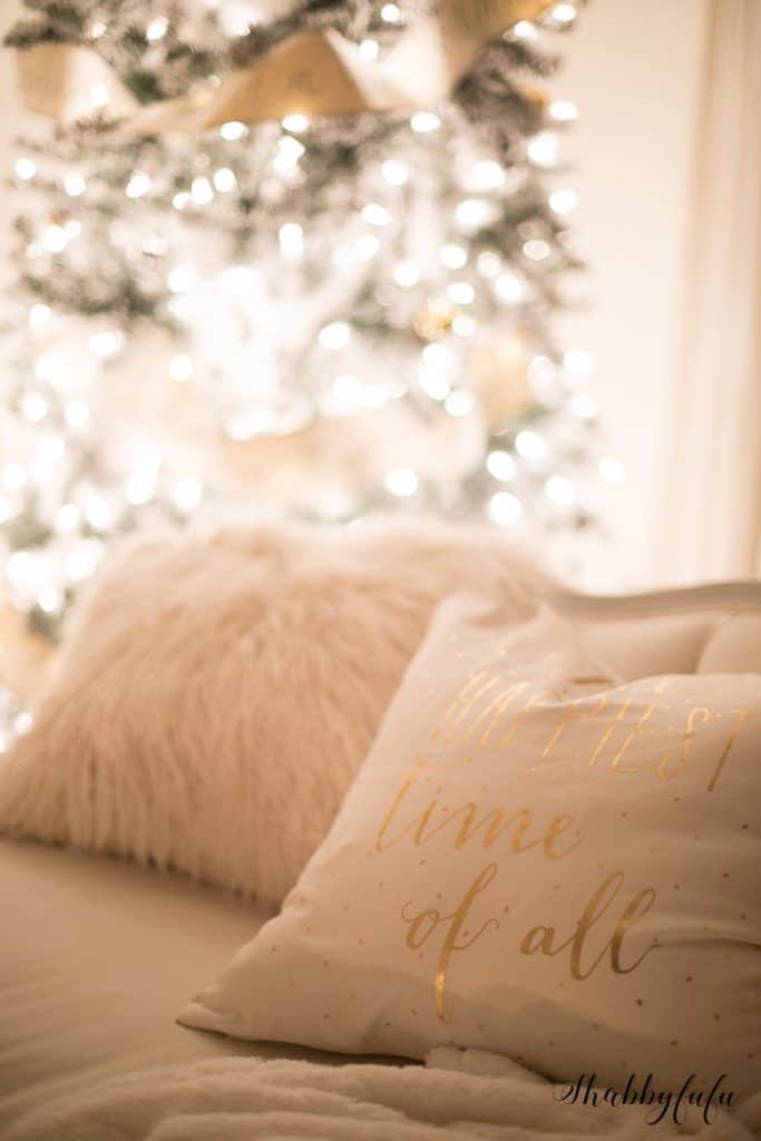 white living room christmas