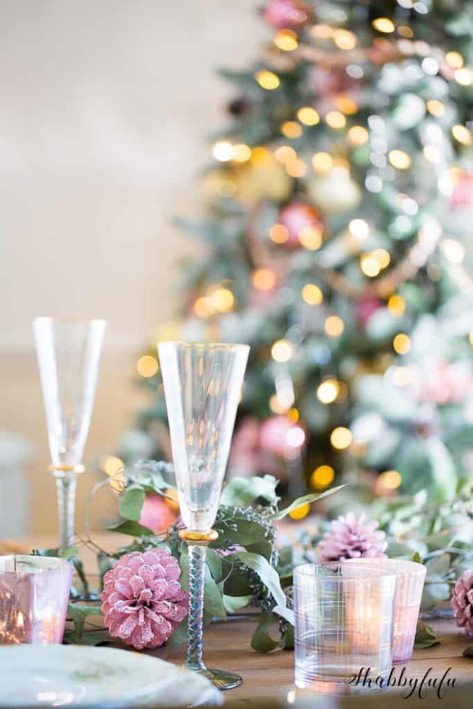 pink-table-setting-christmas