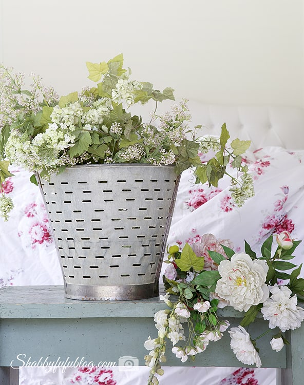 faux shabby chic flowers French farmhouse style