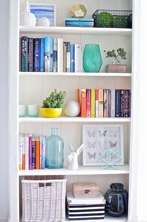 how to organize a bookshelf