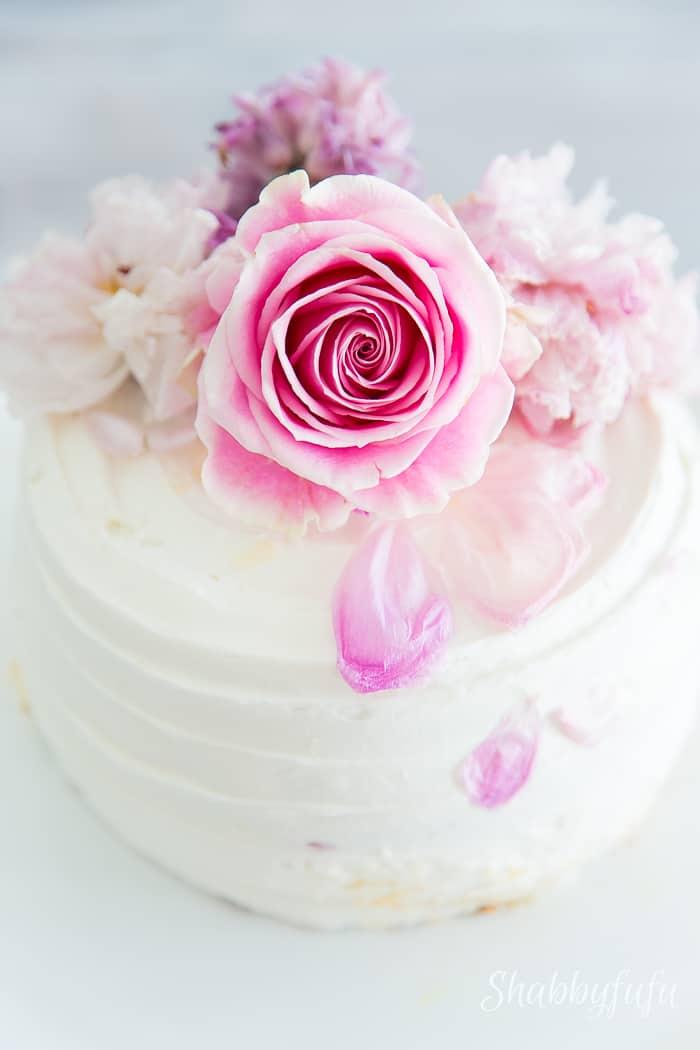 How To Easily Beautify A Plain Blah Cake