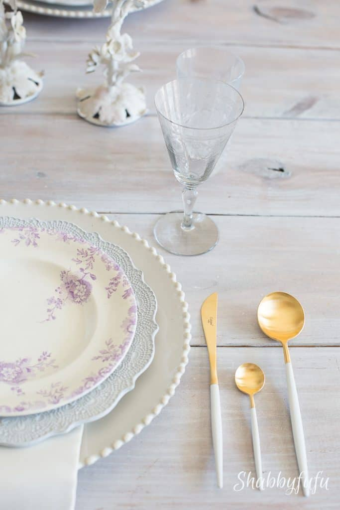 beautiful-lavender-tablescape-tablesetting