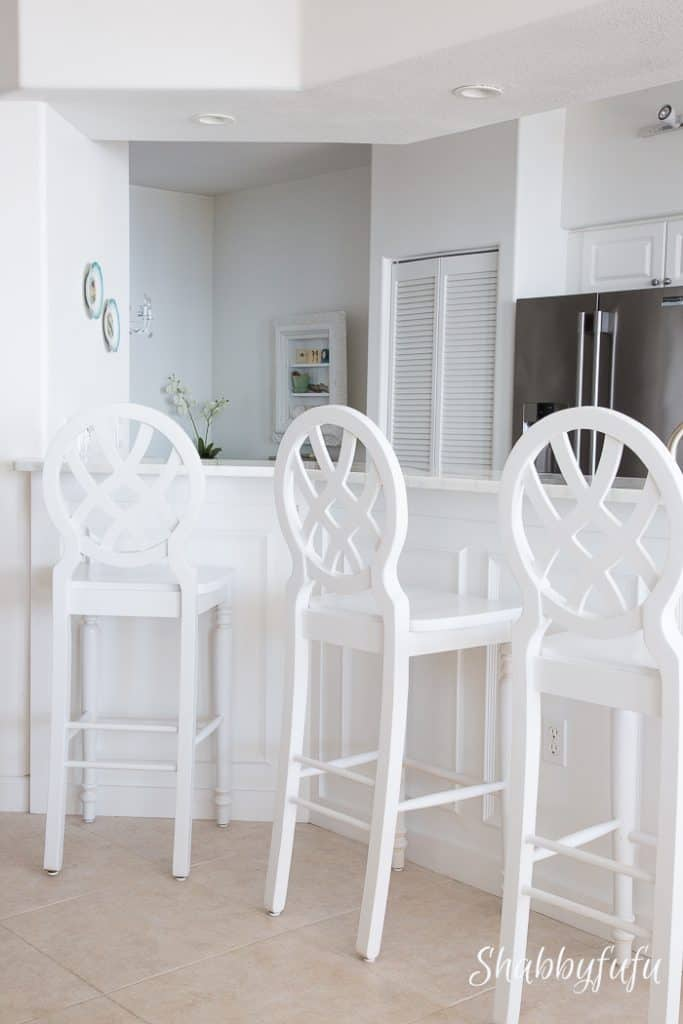 white-beach-house-breakfast-bar-stools