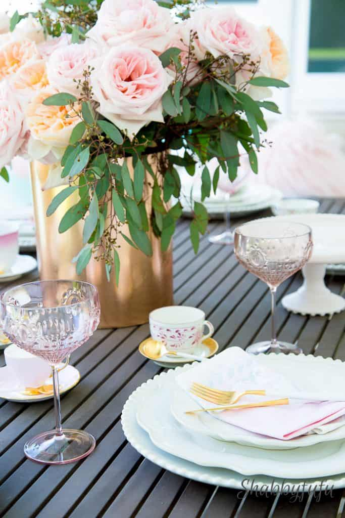 elegant-outdoor-tablescape