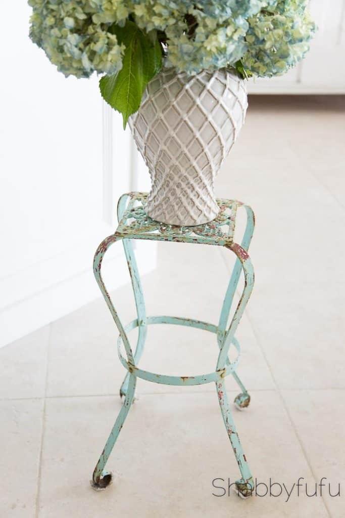 vintage-garden-plantstand