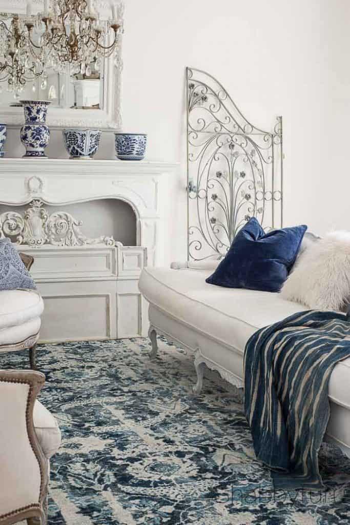elegant-french-style-cobalt-navy-livingroom-shabbyfufu