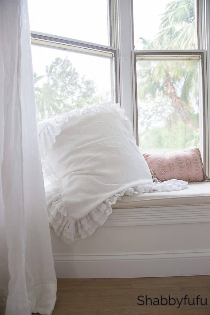 window seat english country cottage decorating
