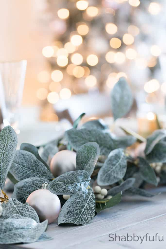 christmas-magnolia-garland-tablescape