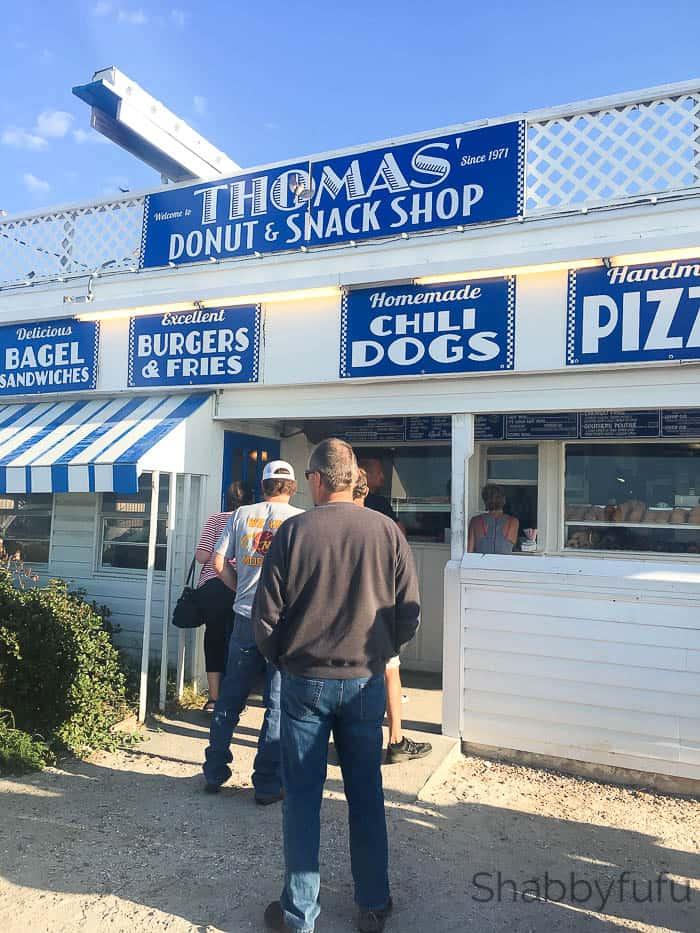 retro-donut-shop-thomas