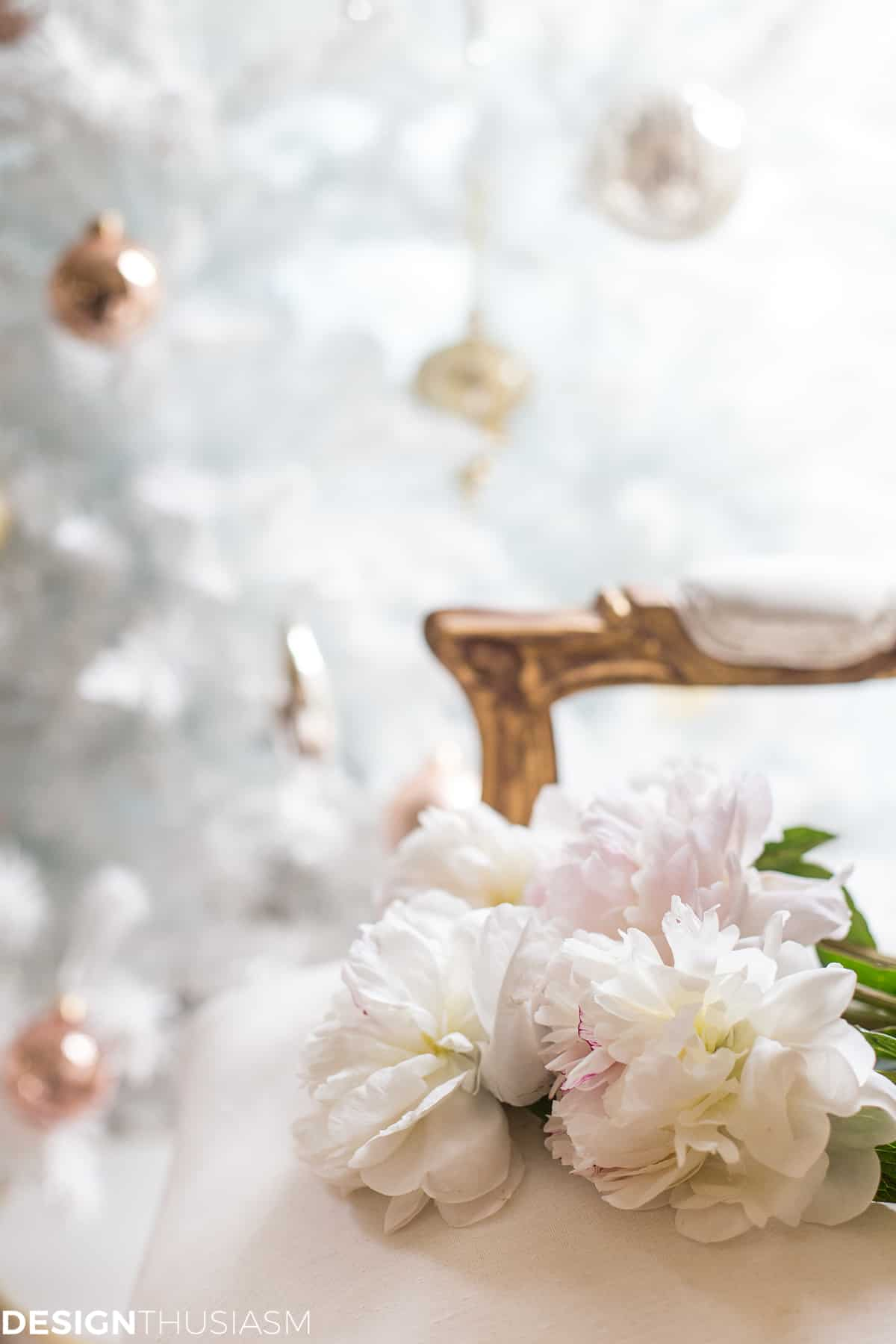 Complementing Your French Style With a White Christmas Tree