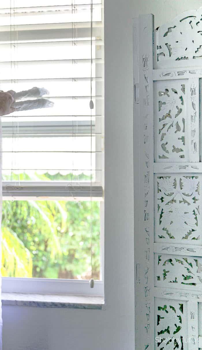 dusting blinds