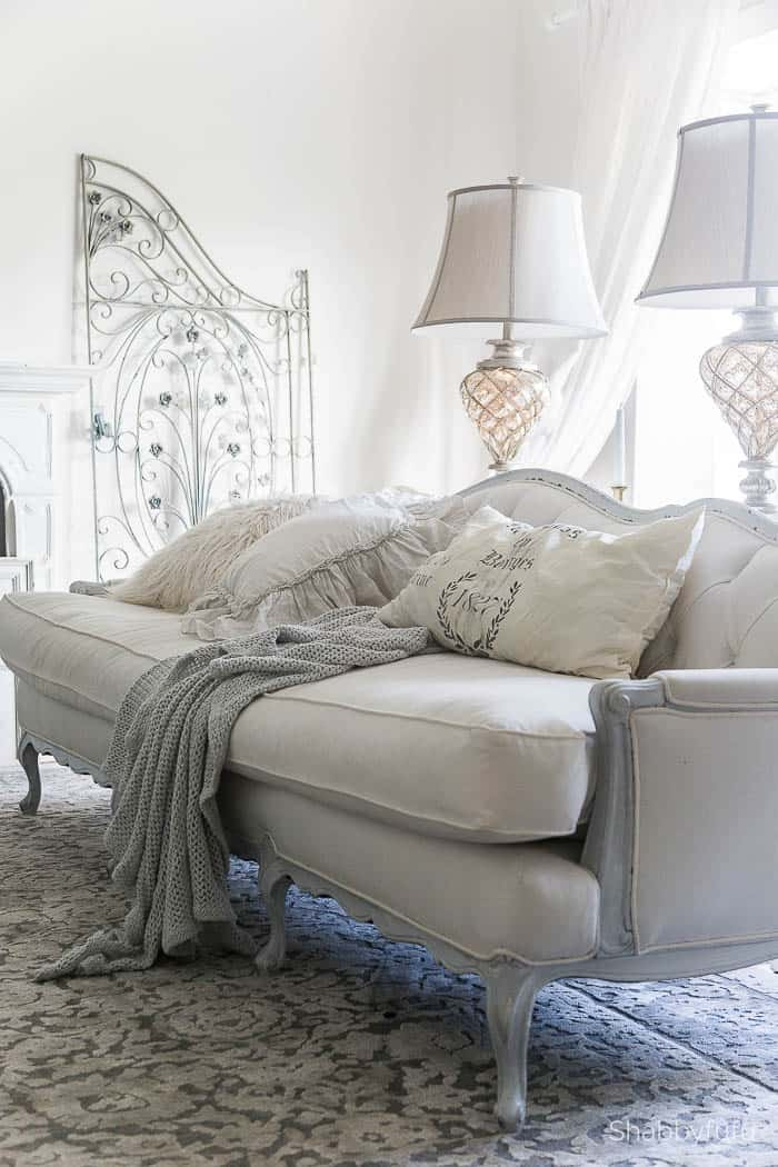 elegant-french-winter-living-room-shabbyfufu simple elegant winter decorating