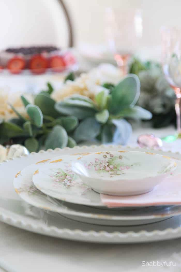 antique-limoges-pastel-dinnerware table setting tips