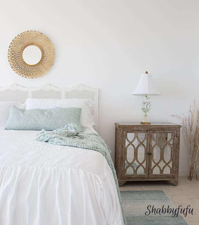 how to accessorize a bedroom