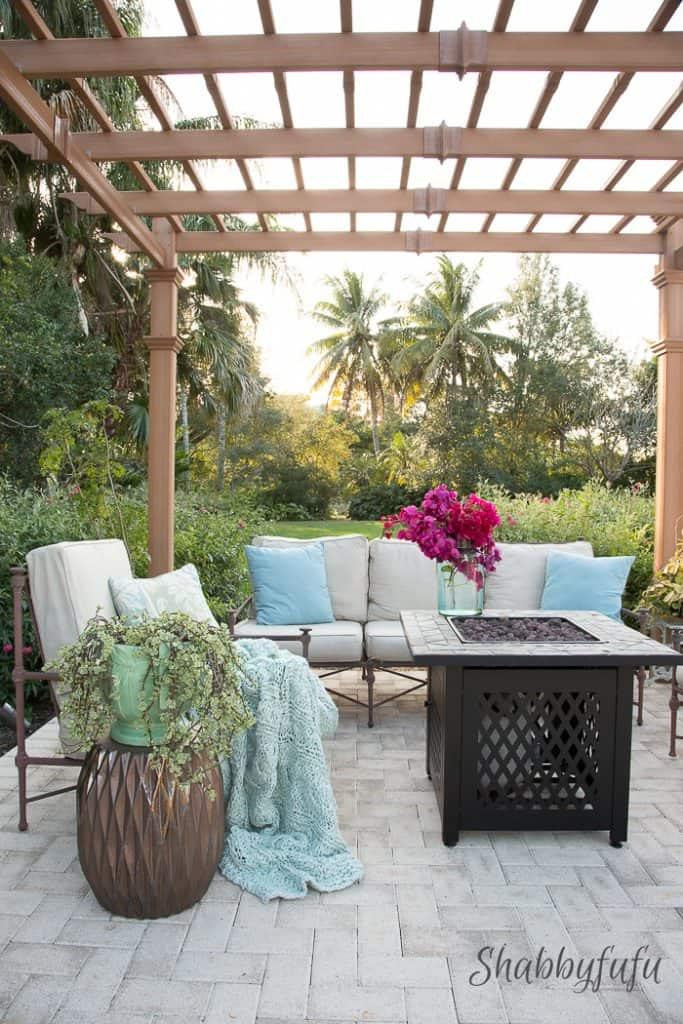 outside-stylish-patio-in blue-grey