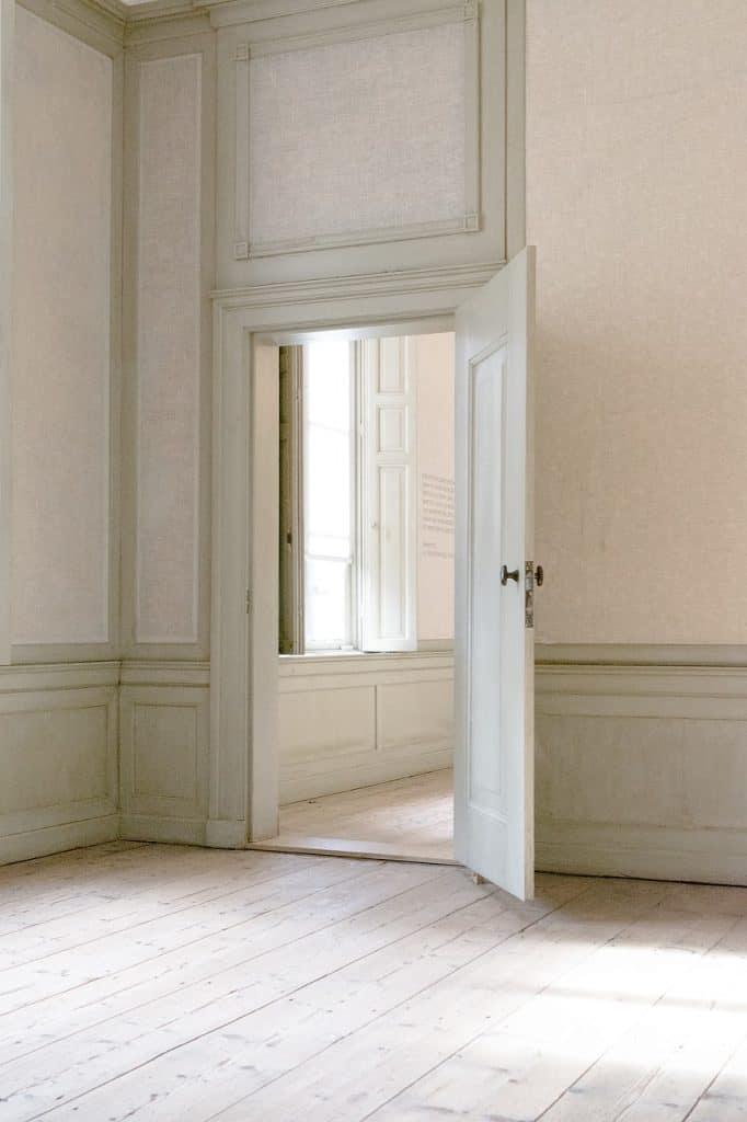 home deep cleaning doors