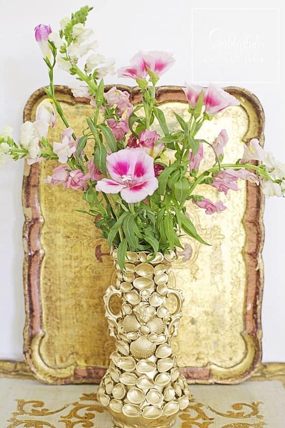 style showcase gold shell vase