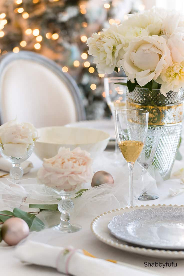 stylish holiday table ideas gold and white