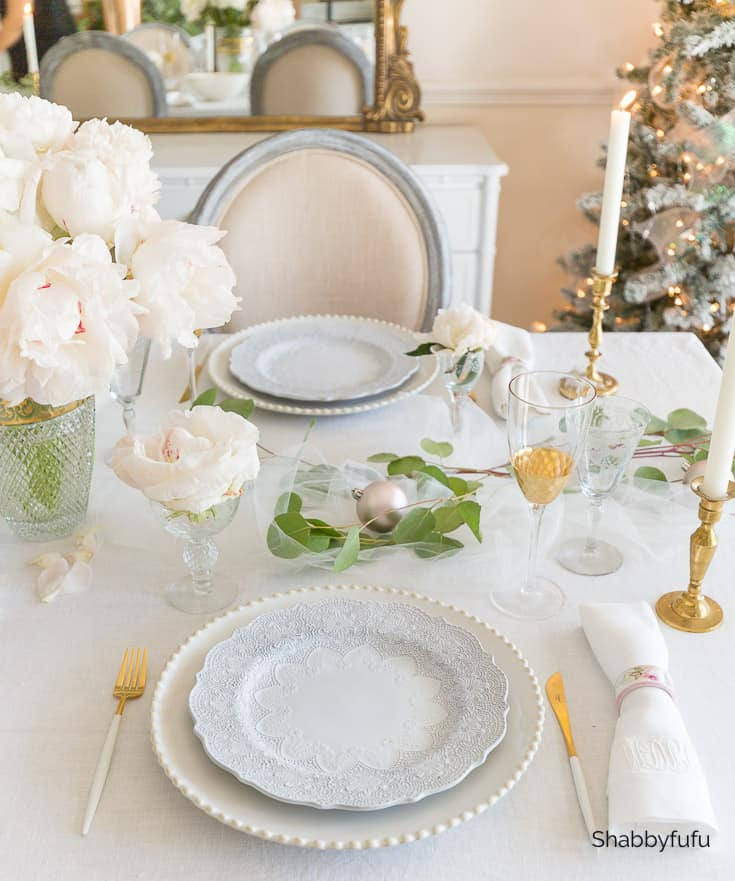 white and gold Christmas dining table