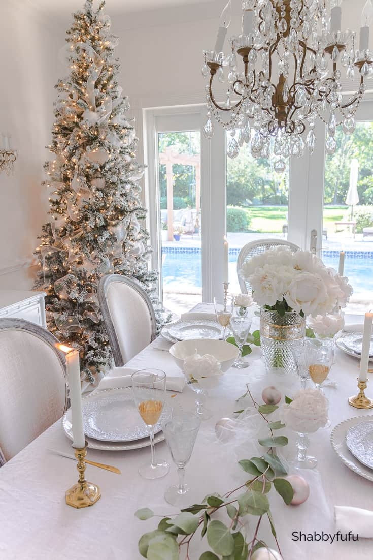 stylish holiday table ideas for Christmas in white