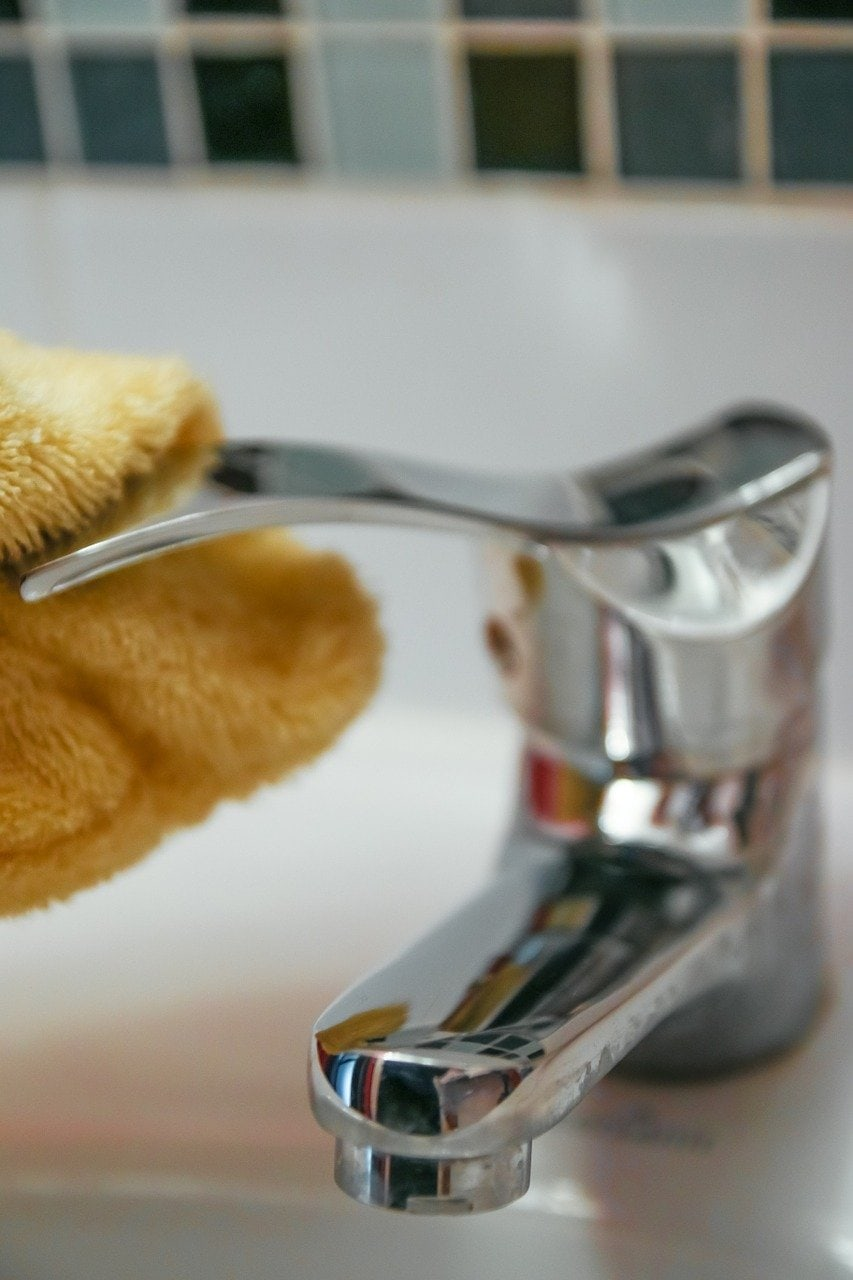 best natural cleaning products to clean your bathroom