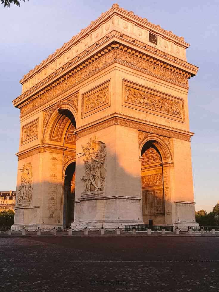 sunrise at the arc de triomphe