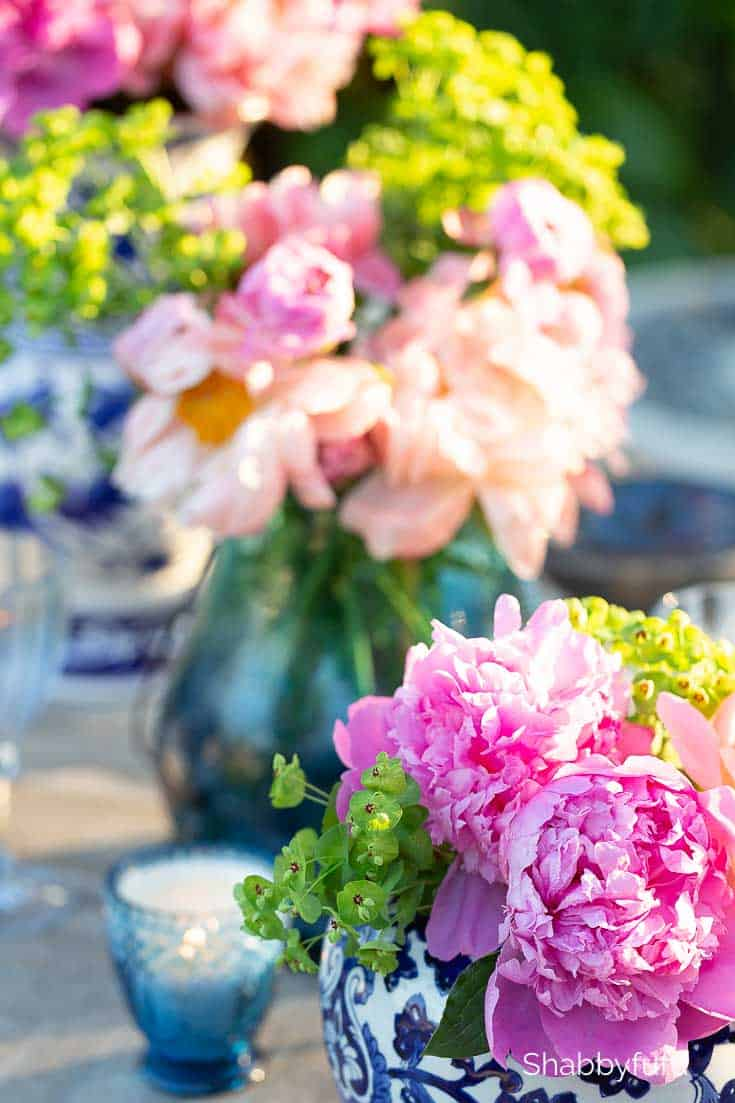 outdoor table centerpieces peonies