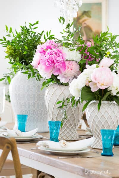 easy summer tablescape pink peonies white ginger jars