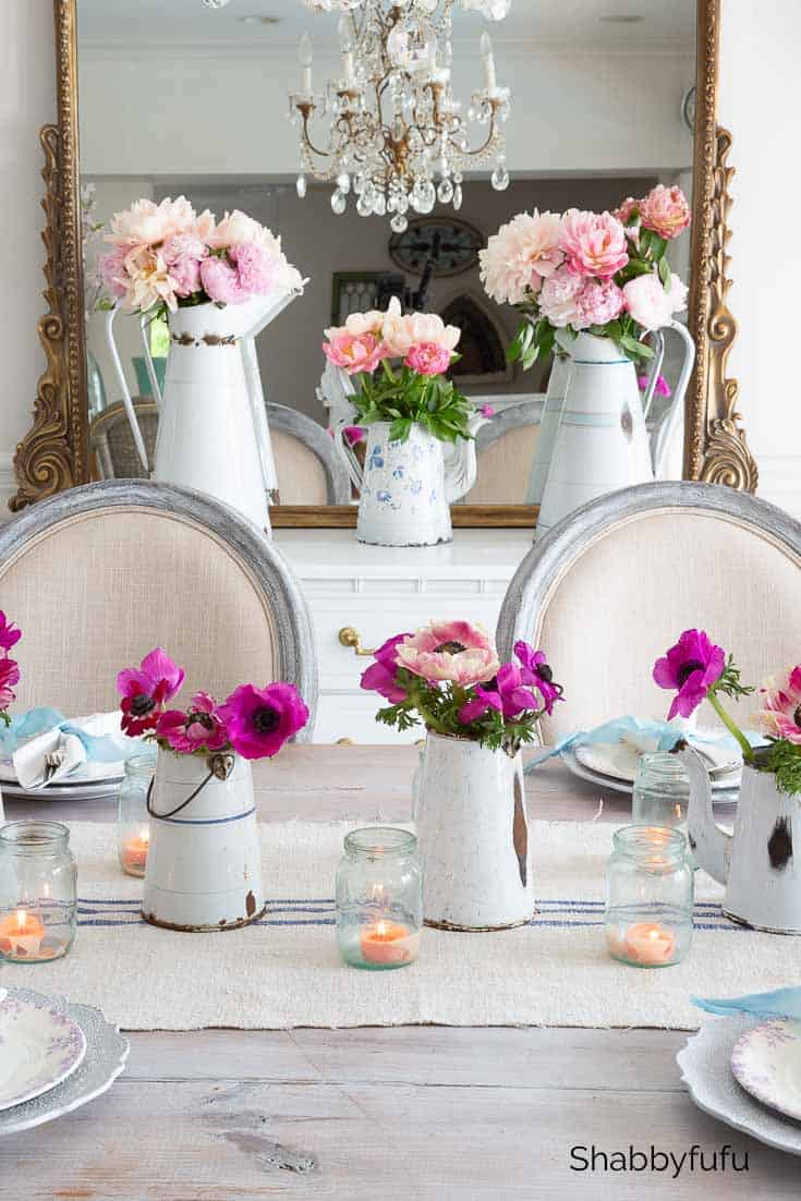 Parisian style table setting in white