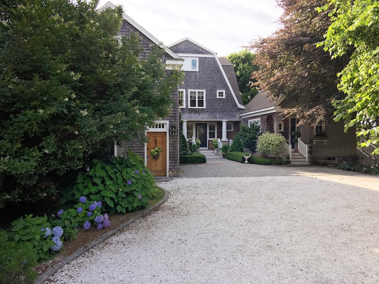 coastal beach home driveway