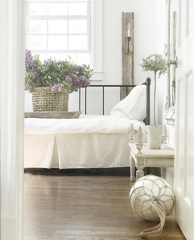 New England style decor bedroom